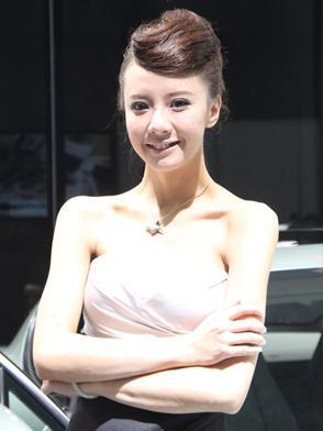 法拉利展台美女车模