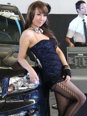 Jeep展台美女车模