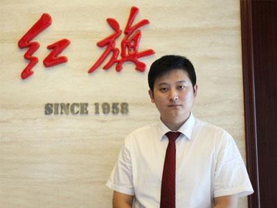 专访北京龙泽红旗销售总监朱中华先生