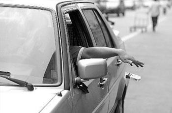 长沙车窗抛物专项整治 扔个烟头罚一百