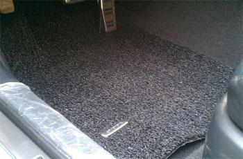 汽车配件市场 多数汽车脚垫无防滑卡扣