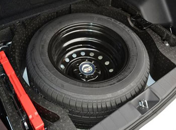 备胎不是万能的 汽车备胎使用保养注意事项