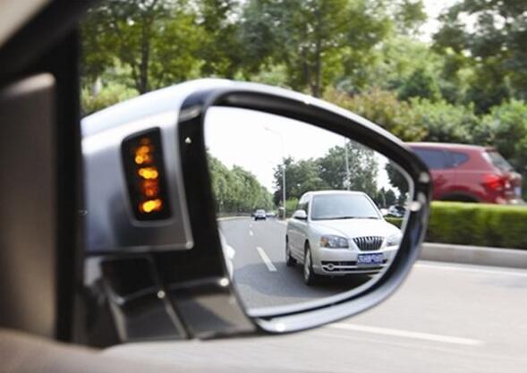 新手司机常犯的8种错误 学会秒变老司机